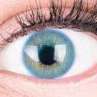 Das Produktfoto zeigt unsere Farbige Blaue Kontaktlinse Jasmin Blue in einem echten Auge