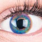 Das Produktfoto zeigt unsere Farbige Blaue Kontaktlinse Paradise Blue in einem echten Auge