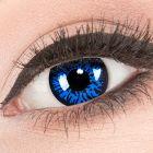 Das Produktfoto zeigt unsere Crazy blaue Farbige Kontaktlinse Blue Demon in einem echten Auge