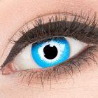 Das Produktfoto zeigt unsere Crazy blaue Farbige Kontaktlinse Blue Elf in einem echten Auge