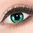 Das Produktfoto zeigt unsere Crazy gruen Farbige Kontaktlinse Green Flower in einem echten Auge