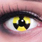 Das Produktfoto zeigt unsere Crazy gelbe Farbige Kontaktlinse Radiate in einem echten Auge
