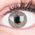 Das Produktfoto zeigt unsere Farbige Graue Kontaktlinse Jasmin Grey in einem echten Auge