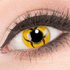Das Produktfoto zeigt unsere Crazy gelbe Farbige Kontaktlinse Biohazard in einem echten Auge