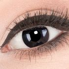 Das Produktfoto zeigt unsere Crazy schwarze Farbige Kontaktlinse Black Out in einem echten Auge