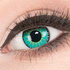 Das Produktfoto zeigt unsere Crazy blaue Farbige Kontaktlinse Jade Warrior in einem echten Auge