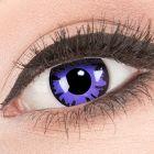 Das Produktfoto zeigt unsere Crazy lila Farbige Kontaktlinse Toxic Plum in einem echten Auge